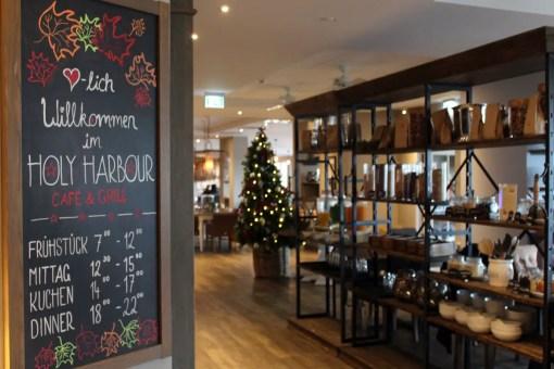 Im Restaurant Holyharbour kannst du frühstücken und dich zum Lunch oder Dinner treffen