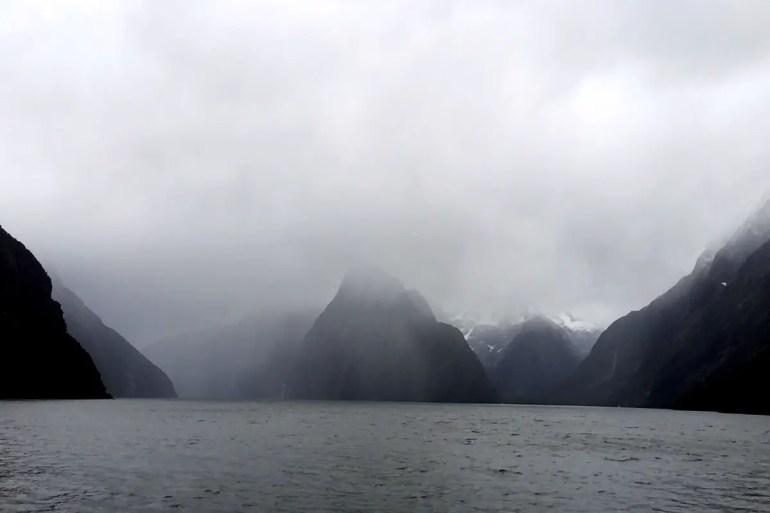 Auch bei Regen noch sehenswert: der Milford Sound