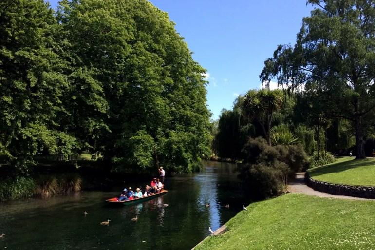 Eine der Attraktionen in Christchurch: eine Tour mit dem Stechkahn auf dem Avon