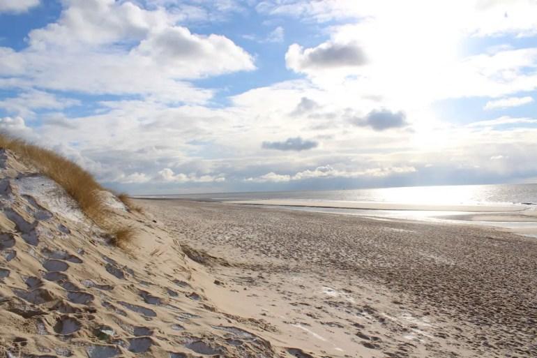 Perfekt zum Durchpusten: ein Strandspaziergang auf Sylt im Winter