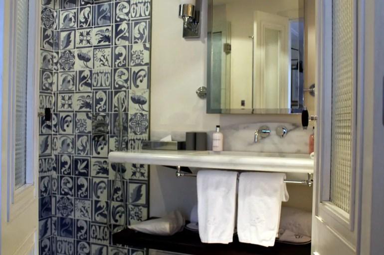 Wunderschön gestaltet sind auch die Badezimmer