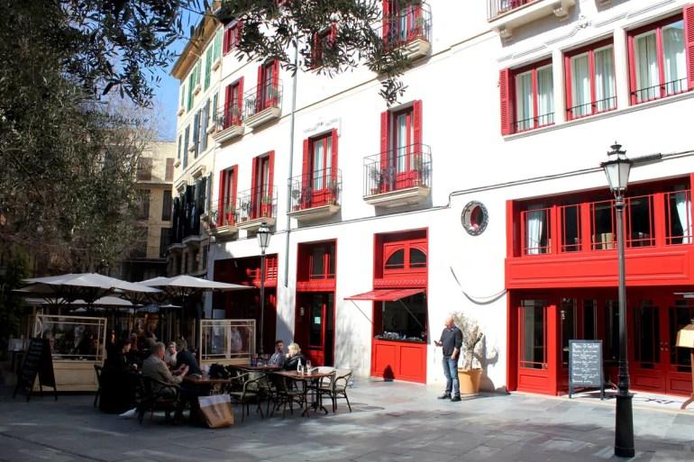 Das Hotel Cort liegt in einem ehemaligen Bankgebäude an der Placa Cort
