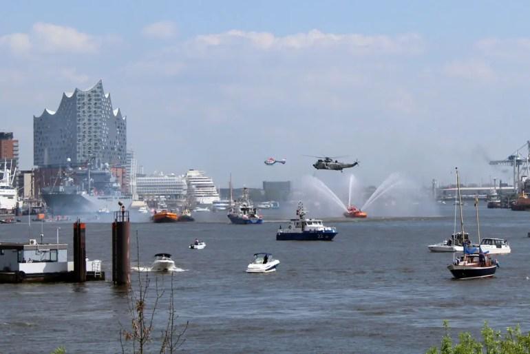 Immer spannend: eine Präsentation der Seenot-Rettungsübungen auf der Elbe