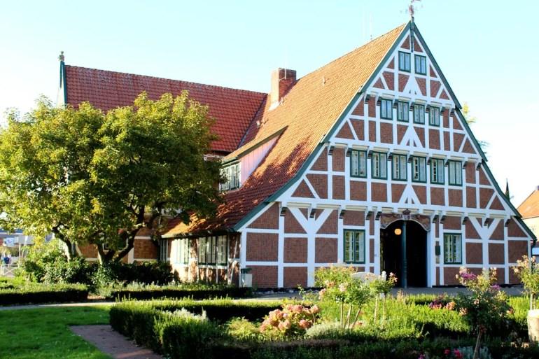 Das Rathaus von Jork befindet sich im Gräfenhof - ein schönes Beispiel für die Fachwerkarchitektur im Alten Land