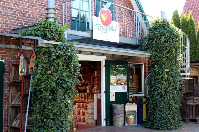 Wie der Herzapfelhof in Jork bieten viele Betriebe ihr Obst direkt zum Verkauf an