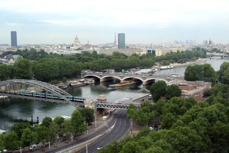 Zimmer mit Ausblick: von Seine und Eiffelturm bis Notre Dame liegt dir im citizenM Gare de Lyon Paris zu Füßen