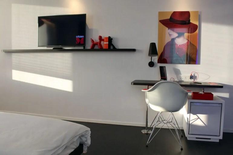 Kunst und Vitra-Design auch im Zimmer