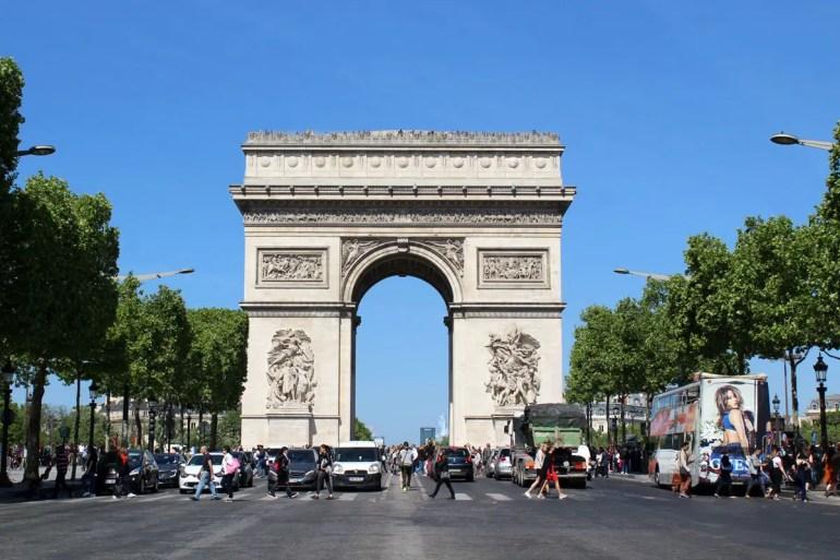 Wahrzeichen am Ende der Champs Elysées: der Arc de Triomphe