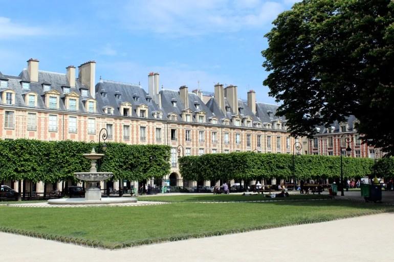 Der Place de Voges ist das Zentrum und der hübscheste Platz im Marais