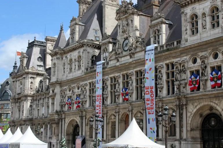 Hübsch: die Fassade vom Hotel de Ville