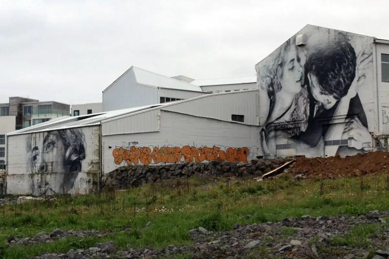 Auch Street Artist Guido van Helten hat sich in Reykjavík mit überdimensionalen Kunstwerken verewigt