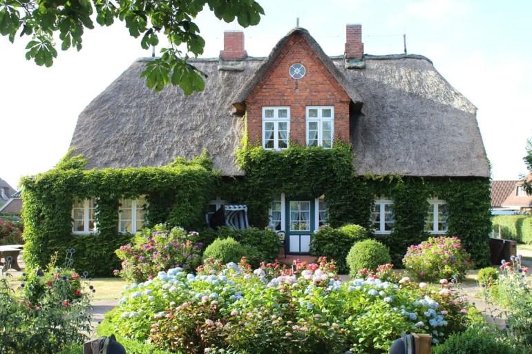 Eines der hübschen Häuser in Alkersum