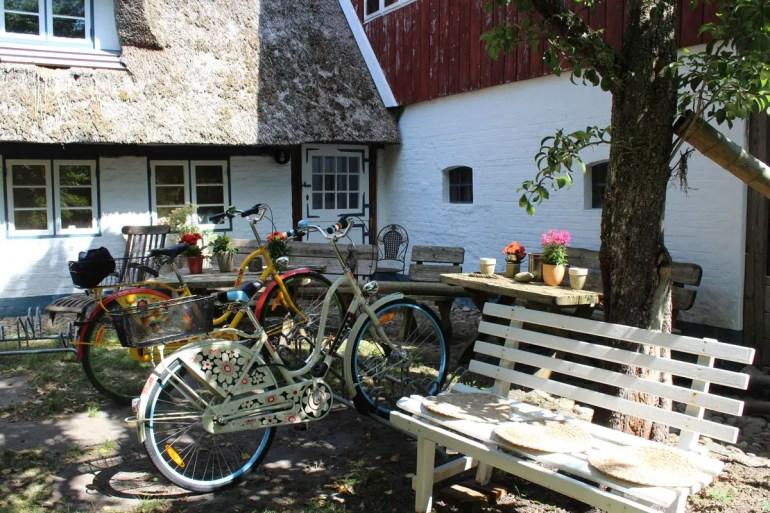 Überall auf Föhr gibt es Parkplätze für die Fahrräder