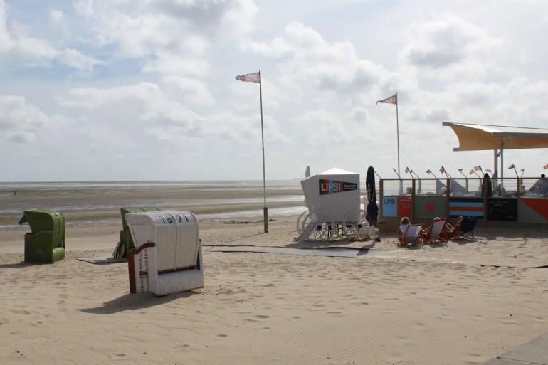 Entlang des Südstrands in Wyk findest du verschiedene Strandbars