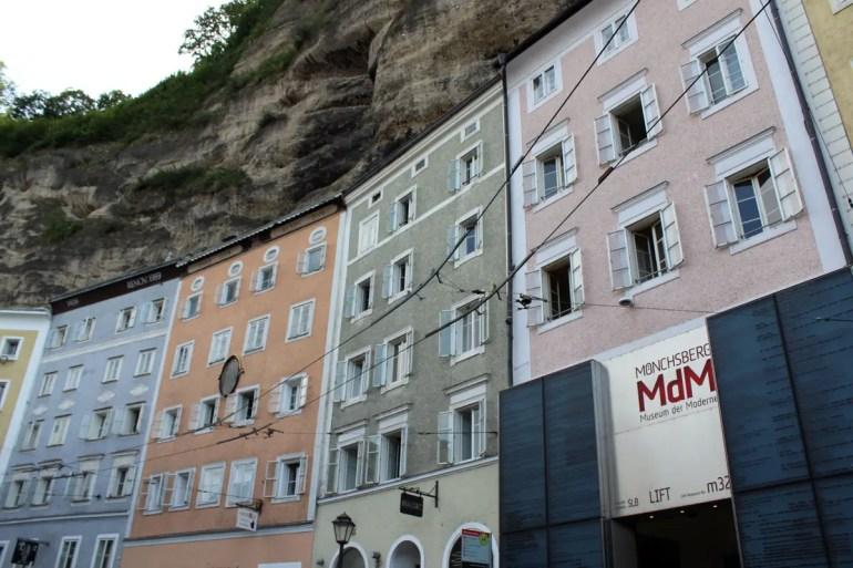 Mit dem Aufzug kommst du hoch auf den Mönchsberg und zum Museum der Moderne