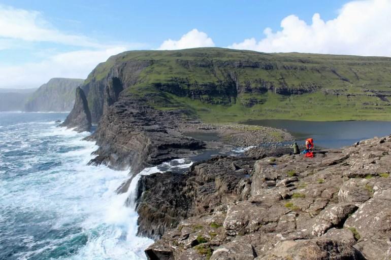 Spektakulär: Der Wasserfall Bøsdalafossur am Leitisvatn