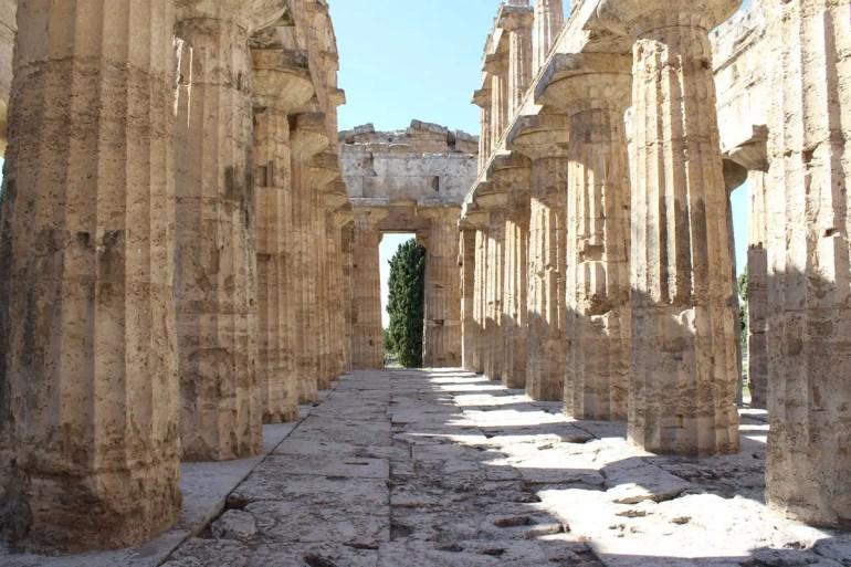 Durch griechische Tempel spazieren