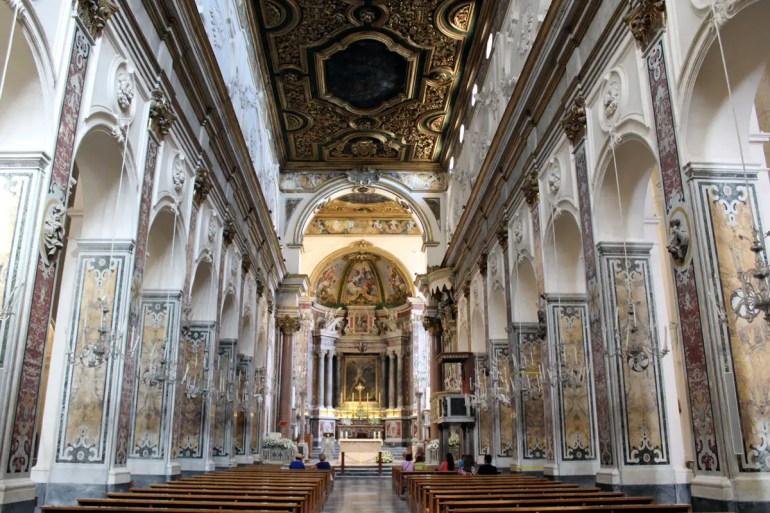 Der prachtvolle Innenraum im Dom von Amalfi