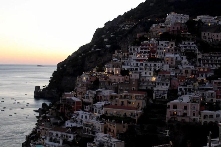 Romantisch wird es in Positano vor allem am Abend