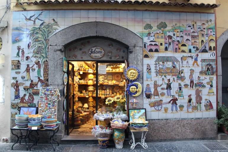 Vietri sul Mare wird geprägt von der Keramik
