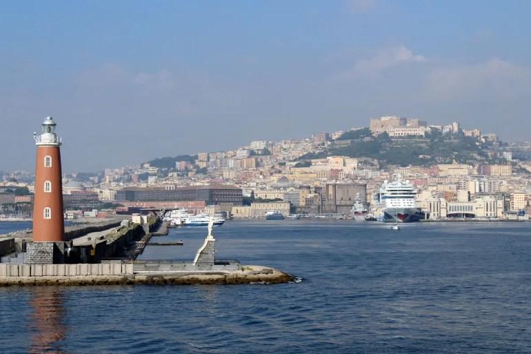 Vom Hafen bietet sich ein schöner Blick über die Stadt