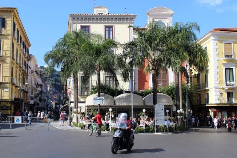 Mittelpunkt von Sorrent ist die Piazza Tasso
