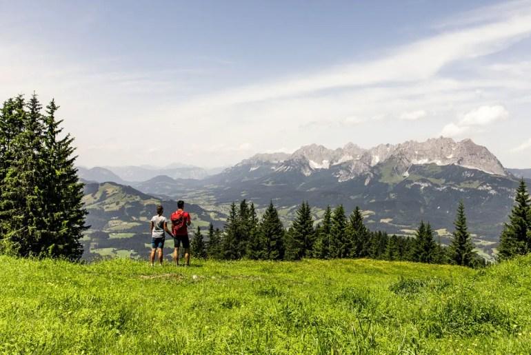 Vom Kitzbüheler Horn hast du einen wunderbaren Blick auf den Wilden Kaiser (Credit: Region St. Johann in Tirol / Sportalpen)