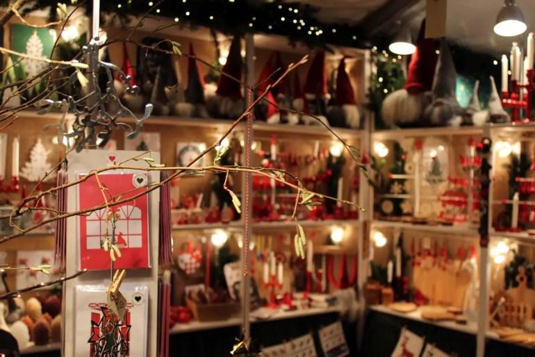 Auf dem Weihnachtsmarkt auf Gut Stockseehof findest du viel Kunsthandwerk