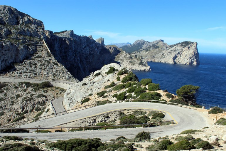 Die Straßen zum Leuchtturm am Cap de Formentor sind verschlungen