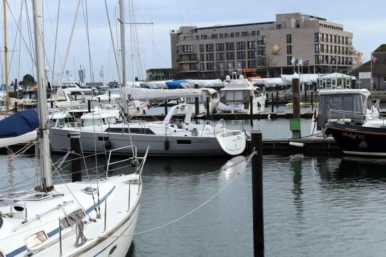 Arborea Marina Resort Neustadt liegt direkt am Yachthafen
