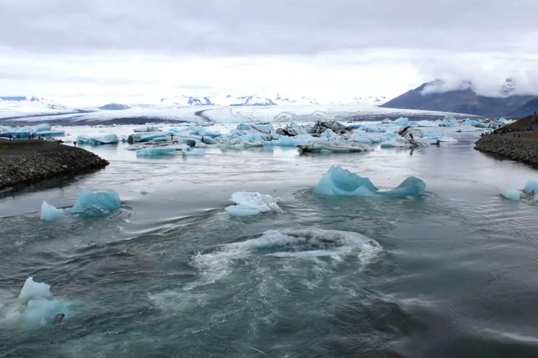 Spektakulär: Die Eisberge fließen im Wasser Richtung Meer