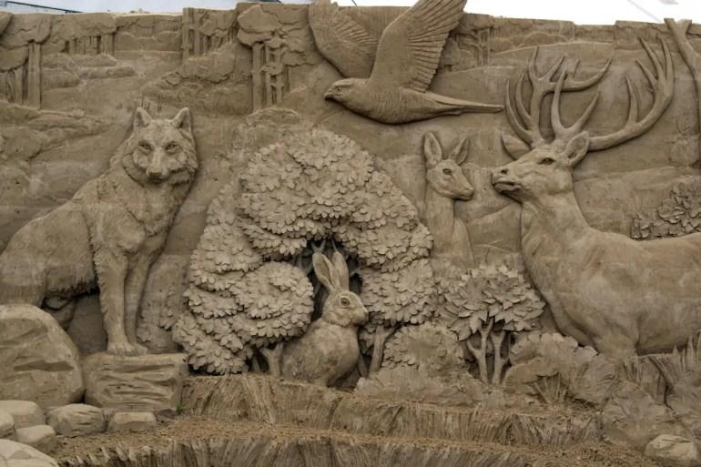 Aus 9.500 Kubikmetern Sand entstehen Skulpturgemälde