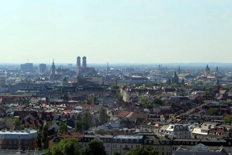 Während der Fahrt mit dem Hi-Sky liegt dir München zu Füßen