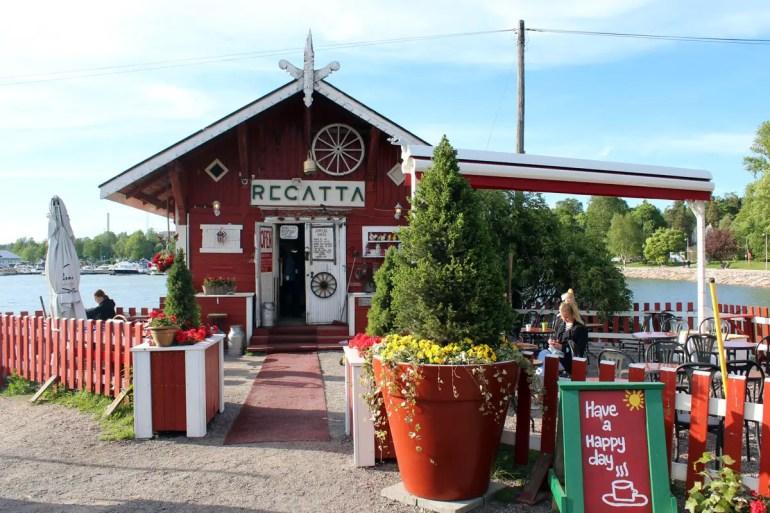 Nett für einen Abend am Wasser: das urige Café Regatta