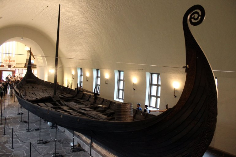 Im Vikingskipshuset kannst du dir alte Wikingerschiffe anschauen