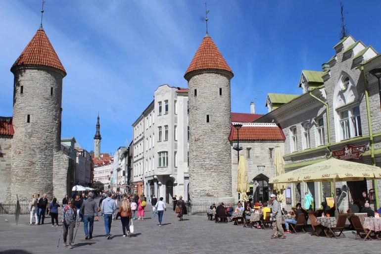 Das Stadttor mit seinen Türmen markiert den Eingang zur Altstadt