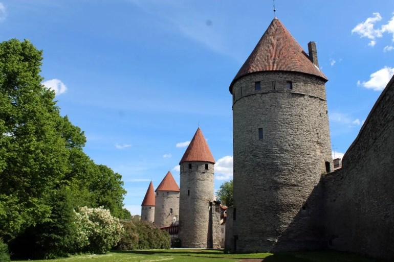 Weite Teile von Tallinns Stadtmauer sind erhalten