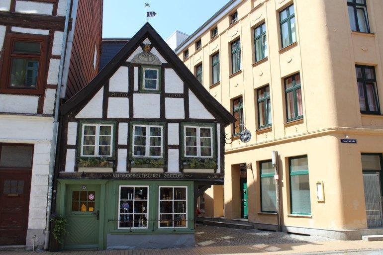 In der Altstadt findest du viele kleine Fachwerkhäuser