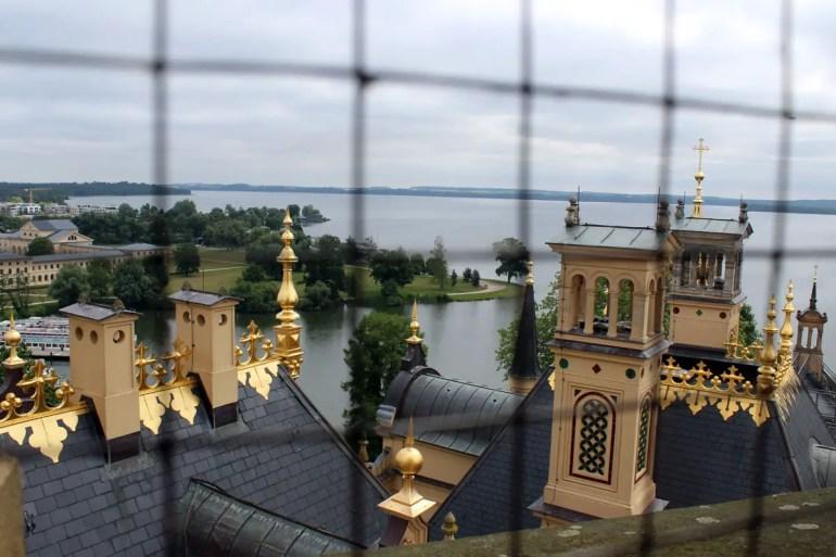 Vom Dach des Landtags hast du einen tollen Blick über die Stadt und den Schweriner See
