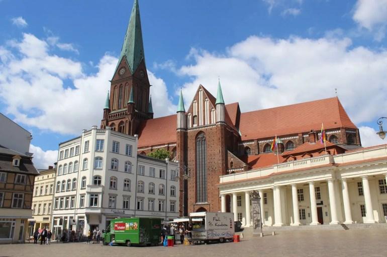 Zentrum der Altstadt: der Markt mit dem Schweriner Dom