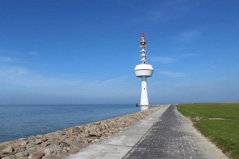 Der Radarturm weist heute den Schiffen den Weg