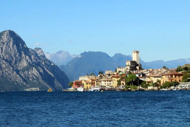 Ein Stopp am Gardasee gehört zum Roadtrip durch Norditalien mit dazu