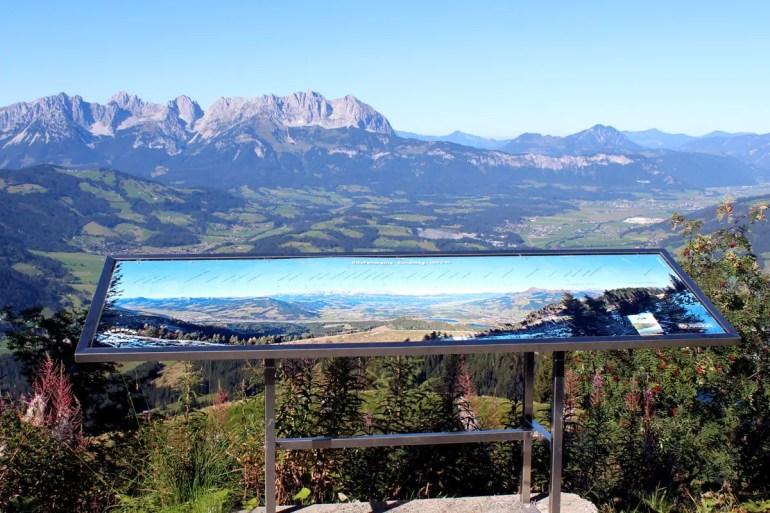 Vom Hahnenkamm hast du einen tollen Blick zum Kaisergebirge
