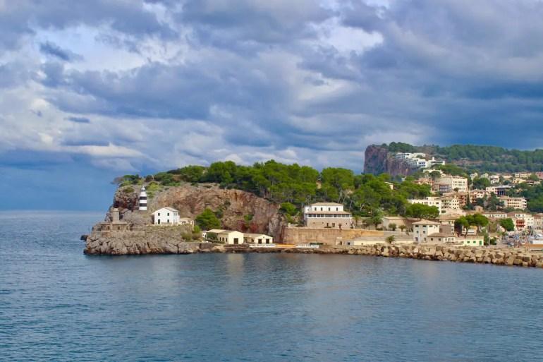 Auch an grauen Tagen ist der Hafen von Port de Sóller sehenswert
