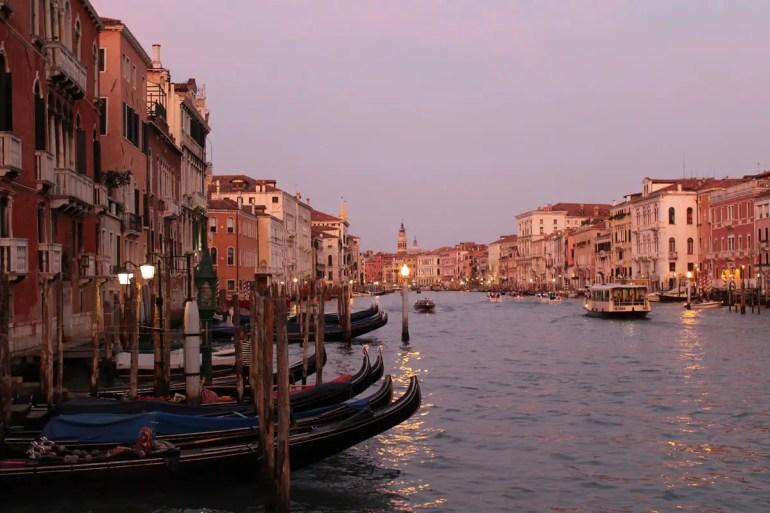 Besonders romantisch wird es am Canale Grande in den Abendstunden