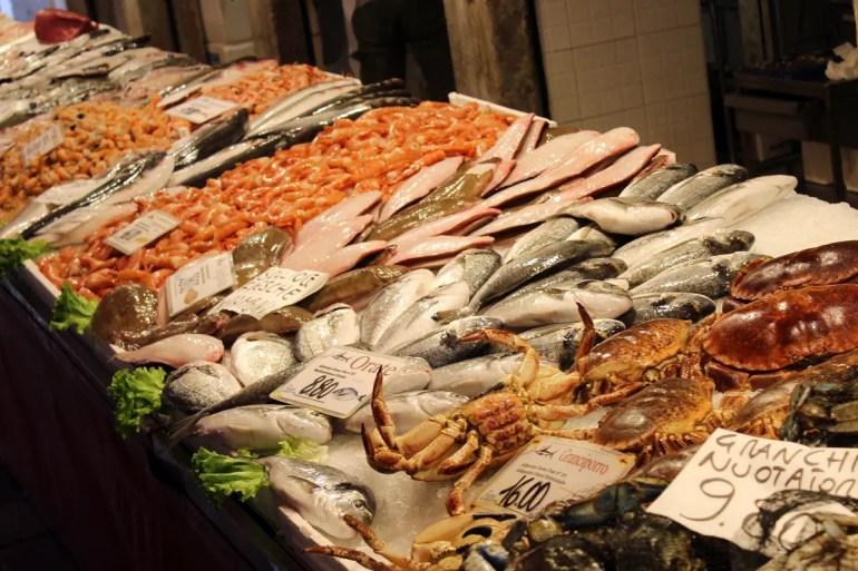 Auf dem Fischmarkt kaufen Venedigs Köche ein