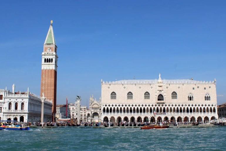 Venedigs markante Wahrzeichen: der Campanile und der Dogenpalast