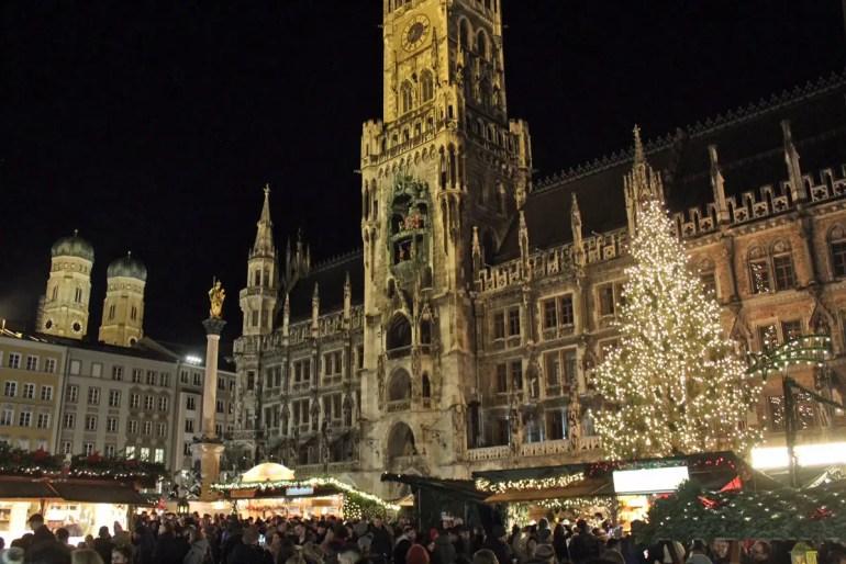 Der Klassiker: der Christkindlmarkt vor dem Münchner Rathaus