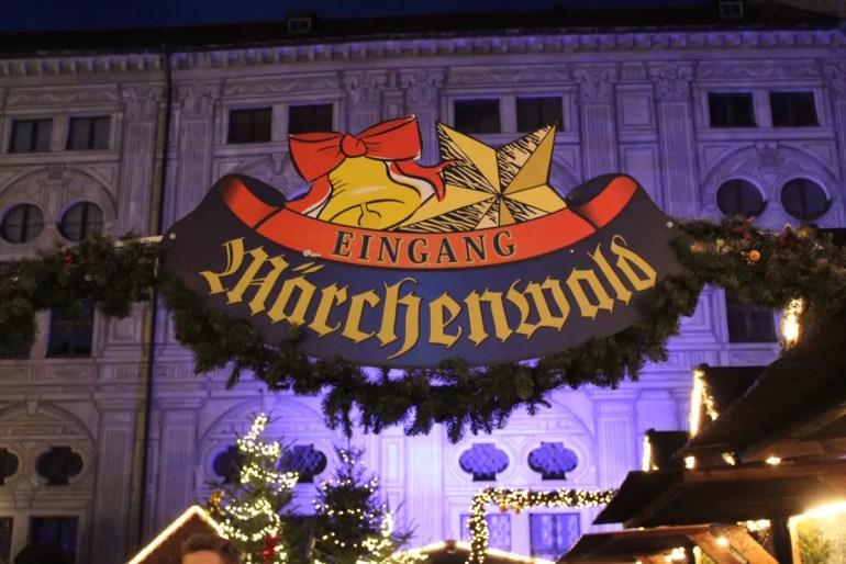 Der Märchenwald ist eines der Highlights im Weihnachtsdorf in der Residenz