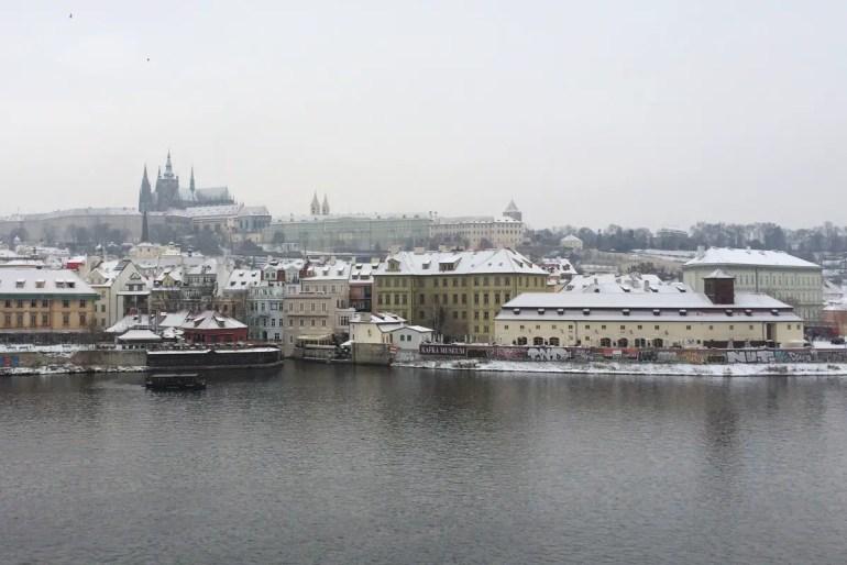 Prag wird mit etwas Schnee zum Jahreswechsel besonders romantisch